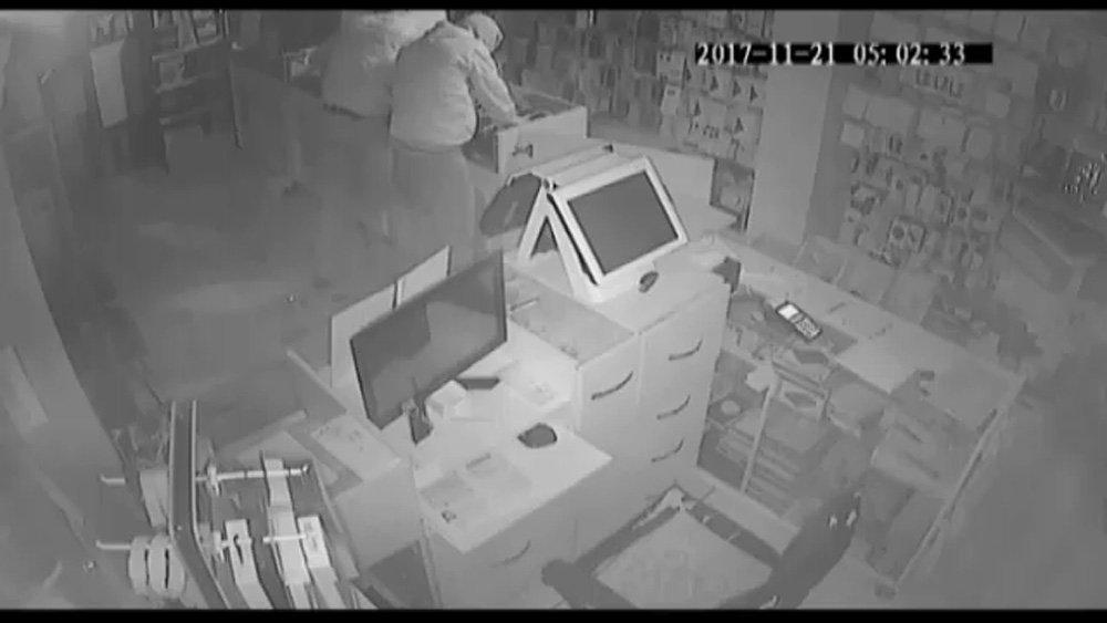 5 Dakikada 100 Bin Liralık Hırsızlık Kamerada