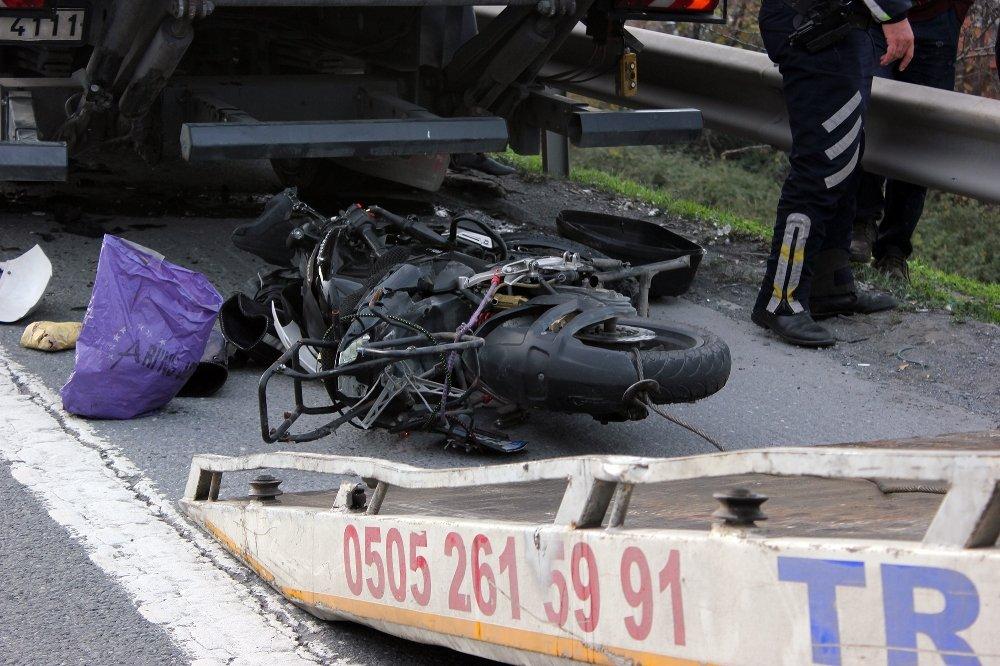 Tem'de Motosiklet Kamyonun Altına Girdi: 1 Ölü