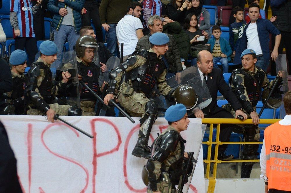 Trabzonspor - Fenerbahçe Maçında Gerginlik