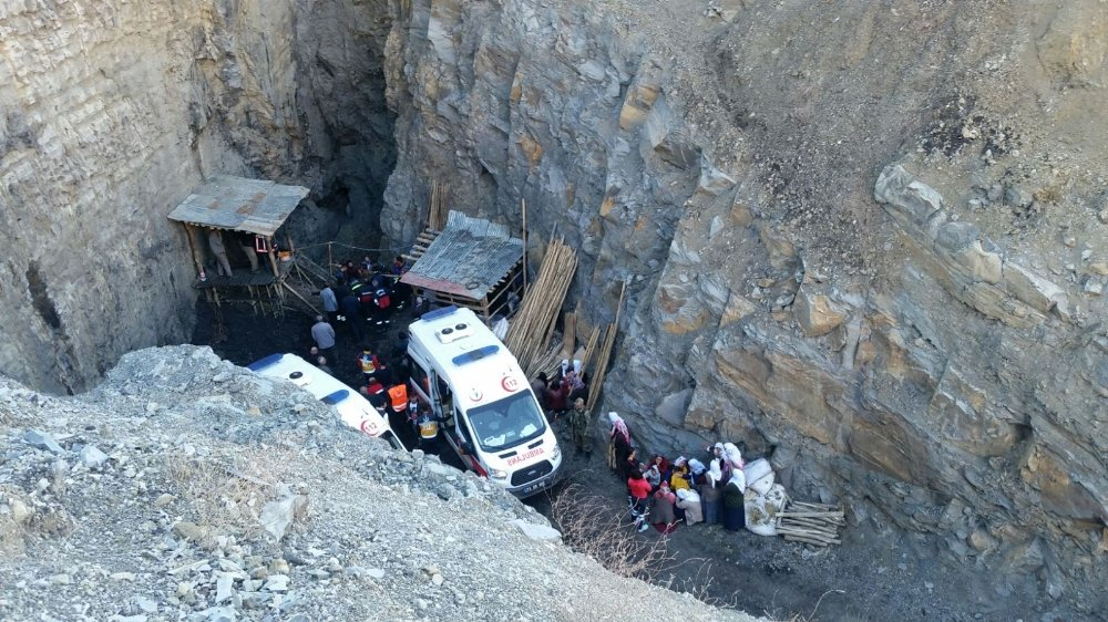3 kişi kömür ocağındaki kuyuya düştü