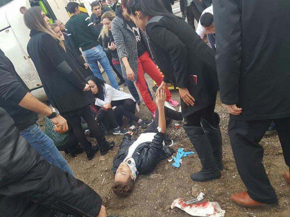 Denizli'de öğrenci servisi devrildi: 24 yaralı