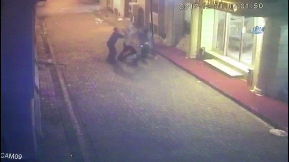İstanbul'da sokak ortasında dehşet anları kamerada