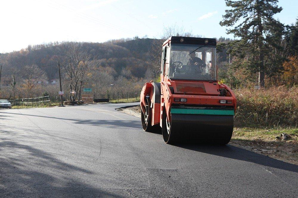 Sapanca'da 3 mahalleye 10 bin ton sıcak asfalt