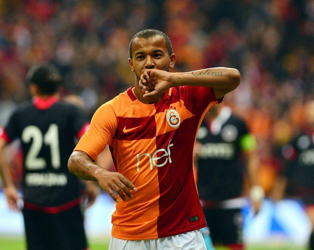 Galatasaray'da defans, orta sahadan daha çok attı