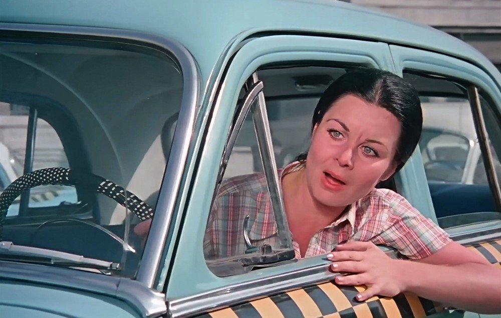 Fatma Girik'e, Şoför Nebahat'lı yaş günü