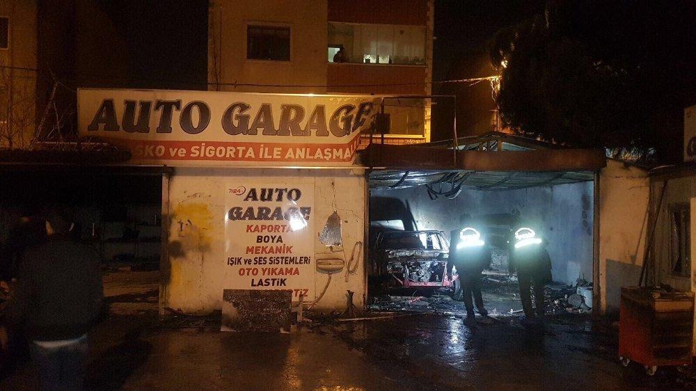 Otomobiller alev alev yandı