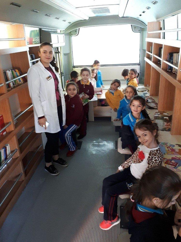 Gezici kütüphane okullarda