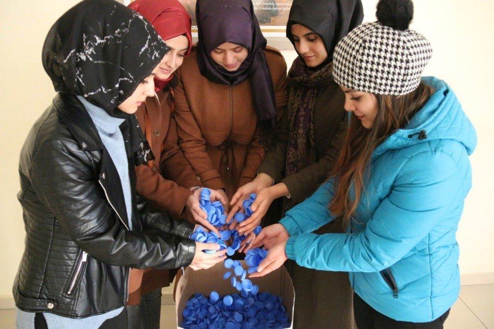 Üniversite öğrencilerinden 'Bir Kapakla Umuda Sen de Ortak Ol' kampanyası