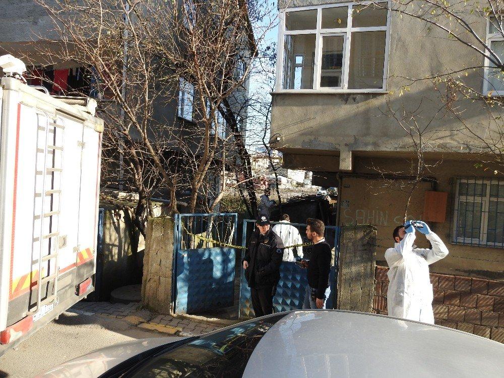 Sancaktepe'de bekar evinde çekiçli dehşet: 2 ölü 1 yaralı