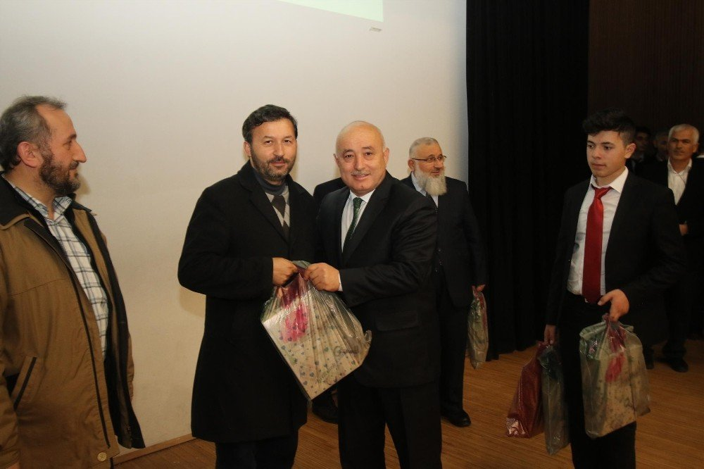 Hafızlık ve güzel ezan okuma yarışması finali Akyazı'da yapıldı