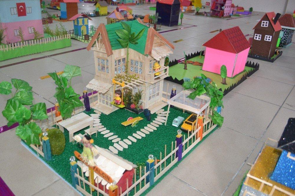 Minikler hayallerindeki evlerin maketini yaptı