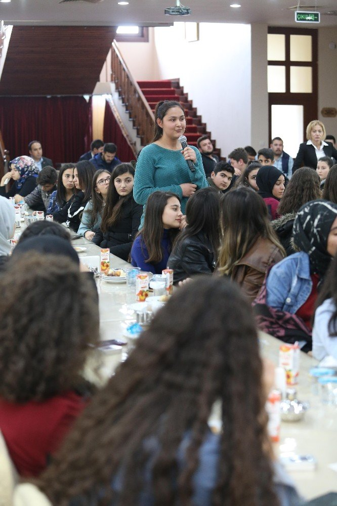 Başkan Ercan Sincanlı gençlerle buluştu