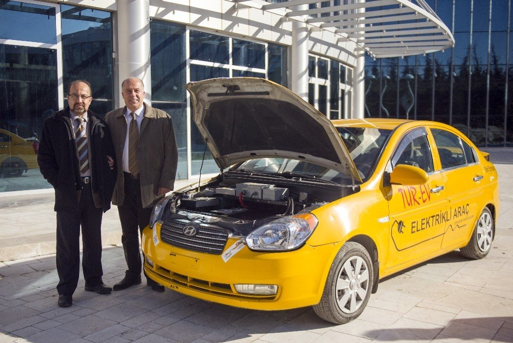 Türkiye'de ilk elektrikliye dönüştürülen otomobil 'TÜR-EV', öğrenciler gözüyle tekrar şekillenecek