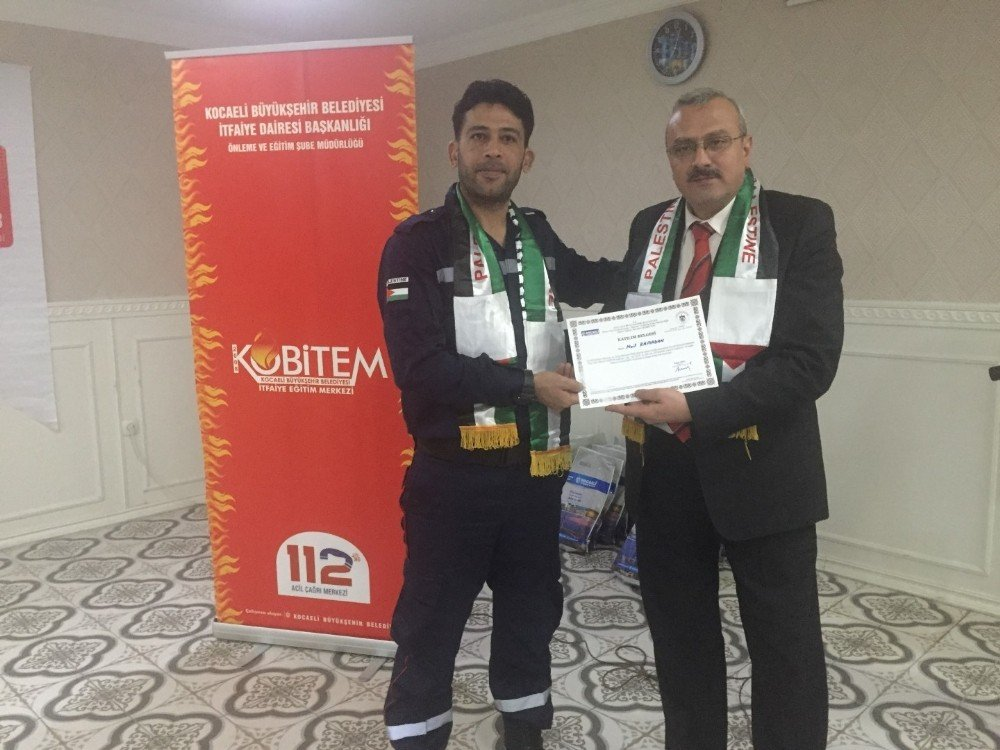Filistinli itfaiyeciler eğitimlerini tamamladı