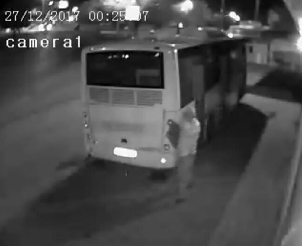 Komşusunun otobüsünü soydu, 'uyumak için girdim' dedi