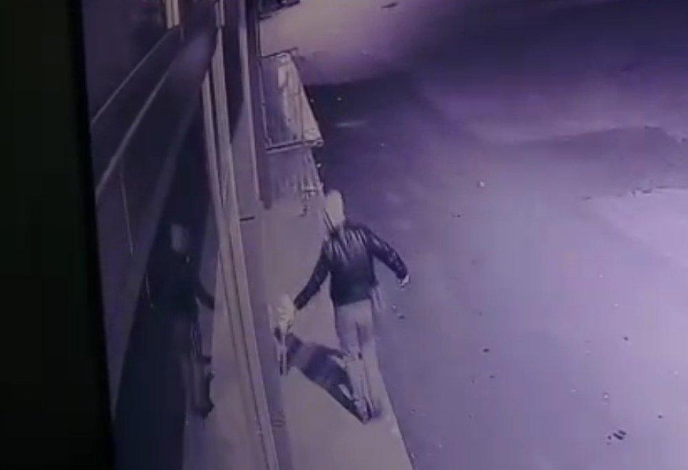Dayısının dükkanını kundaklarken kameralara yakalandı