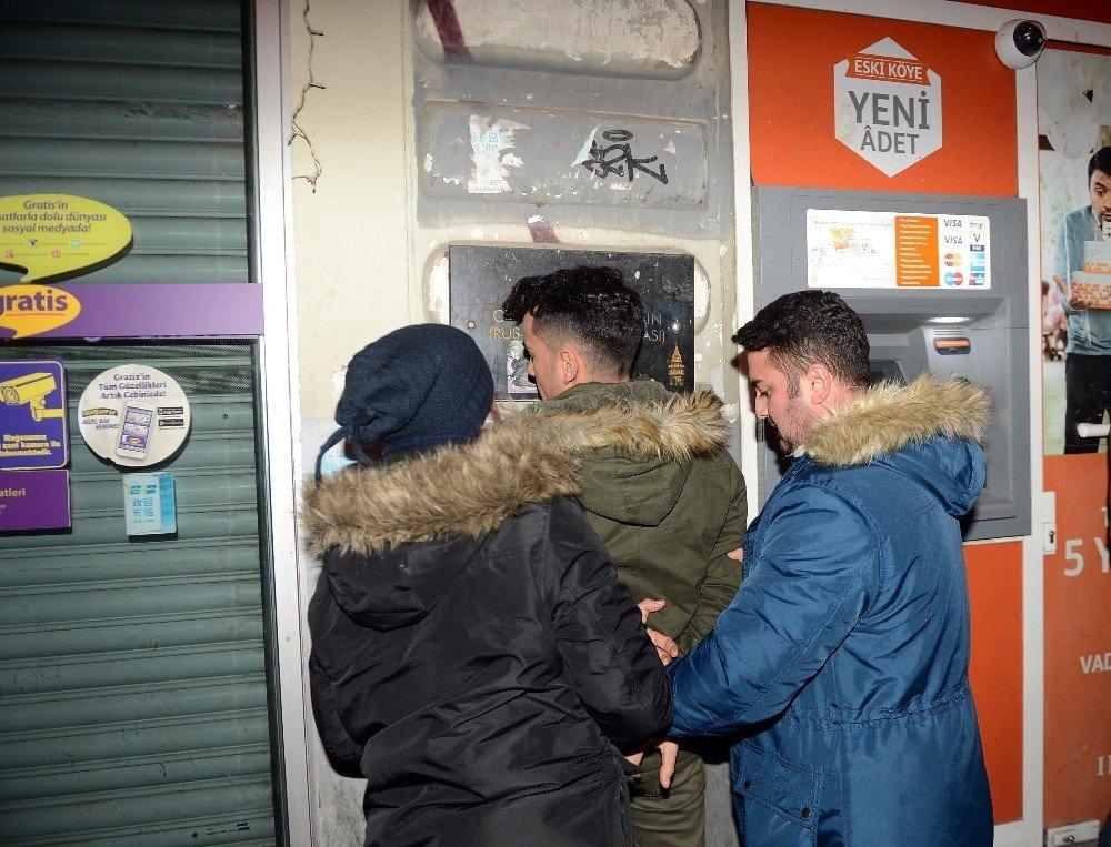 Taksim'de iki kadını taciz eden iki kişi güven timleri tarafından yakalandı