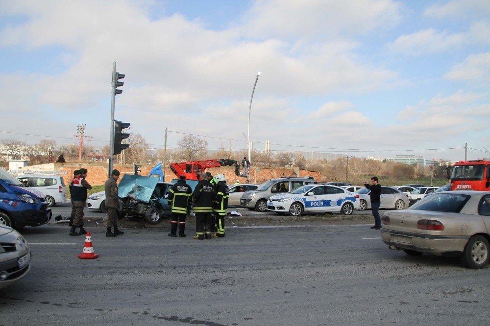 Otomobiller çarpıştı: 6 yaralı