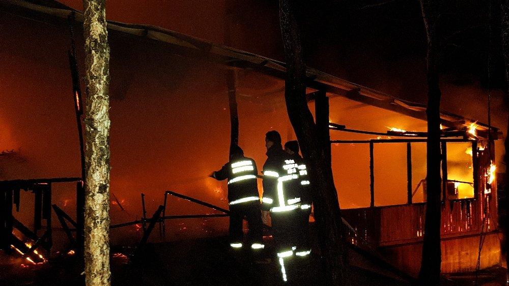 Kır lokantası kül oldu: Orman büyük tehlike atlattı