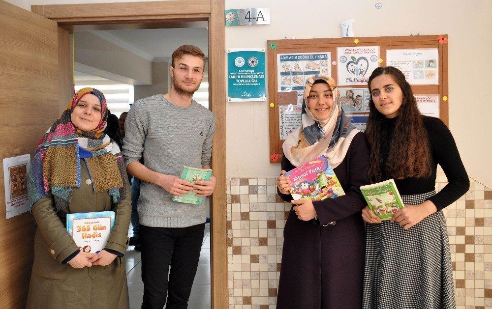 NEÜ'lü gençler ilkokula kütüphane kurdu