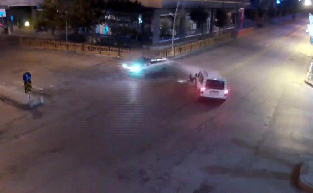 4 ayrı trafik kazası MOBESE kameralarına yansıdı