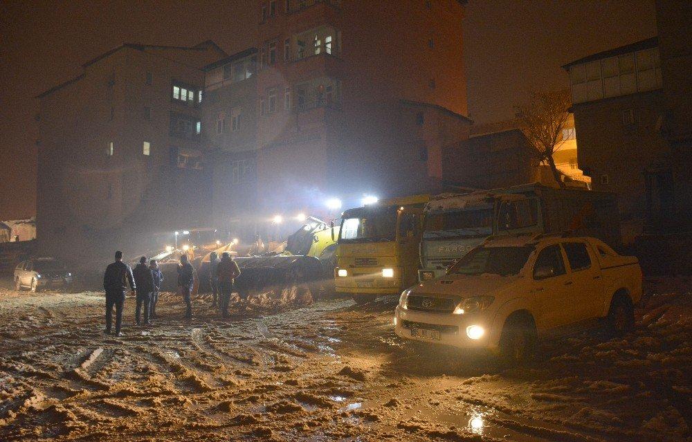 Hakkari Belediyesi karla mücadele çalışması