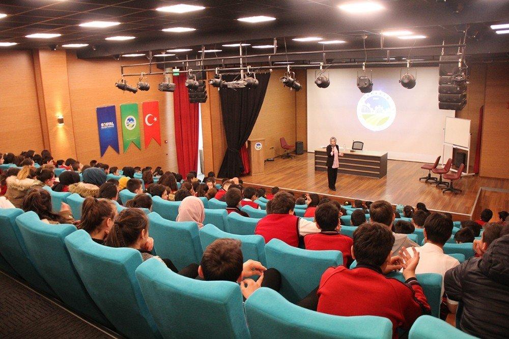'Aile ve Çocuk' seminerlerinin ilki Geyve'de düzenlendi