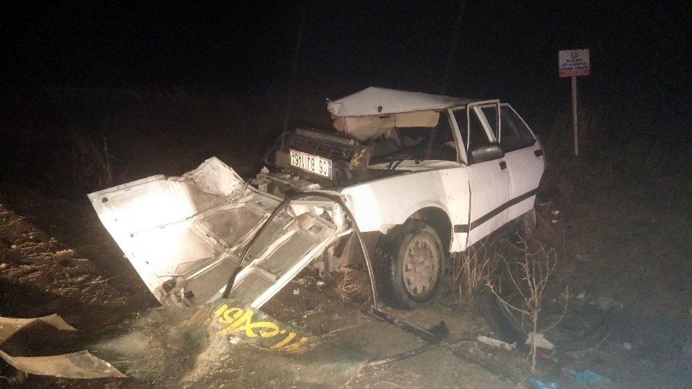 Otomobille kamyonet çarpıştı: 2 genç hayatını kaybetti, 4 yaralı