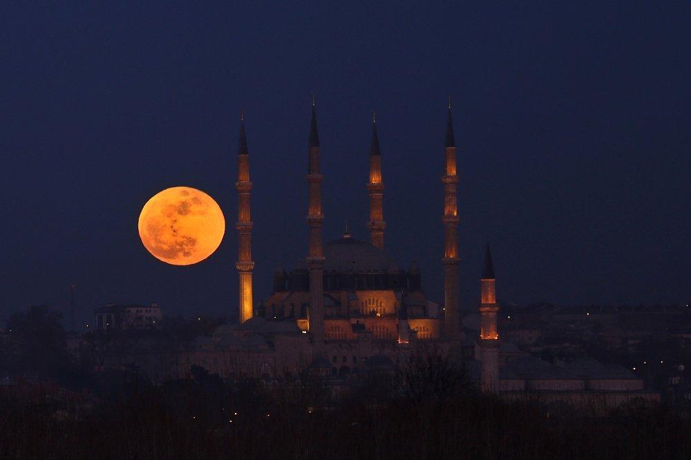 Edirne'de Süper Mavi Kanlı Ay izlendi