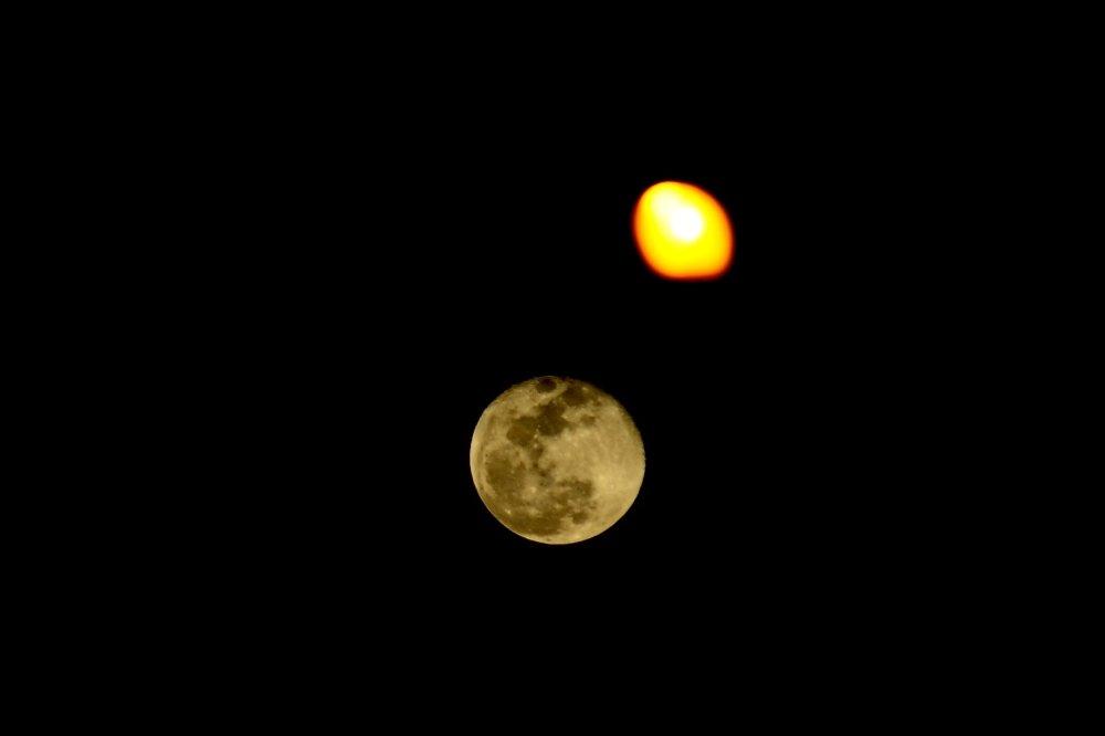 Ay bu gece de büyüledi