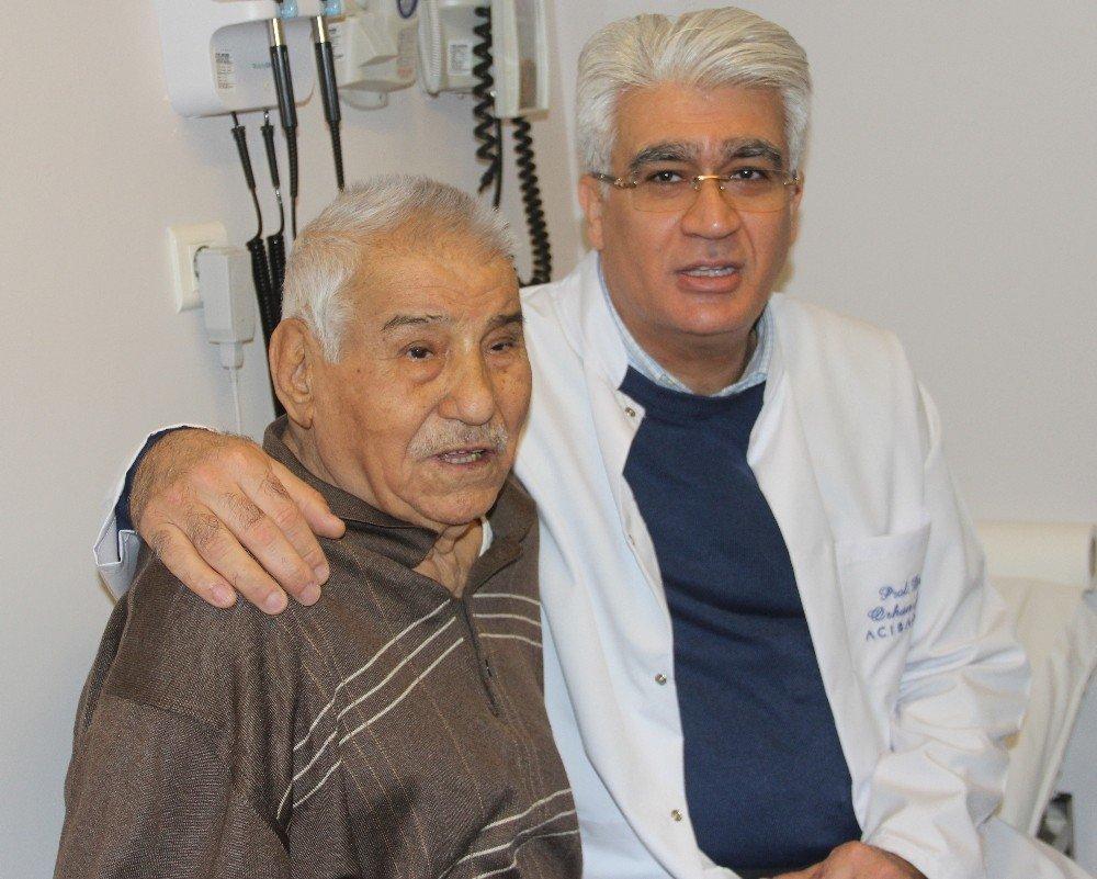 88 yaşında ameliyat oldu, 4 gün sonra yürümeye başladı