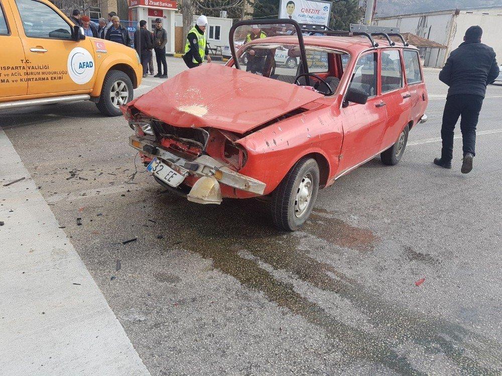 Isparta'da trafik kazası: 4 yaralı