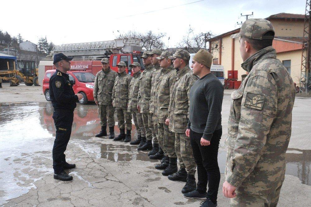Bozüyük Belediyesi itfaiye ekiplerinden askerlere yangın söndürme eğitimi