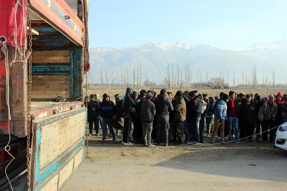 Erzincan'da 10 günde 322 kaçak göçmen yakalandı