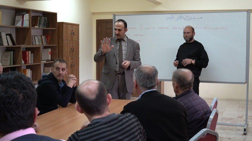 Erzincan'da işitme engellilere Kur'an ve dini bilgiler kursları veriliyor