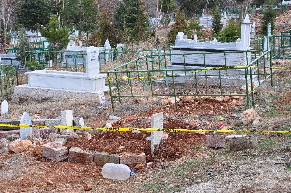İzinsiz defnedilen 1 yaşındaki bebeğin mezarı açıldı