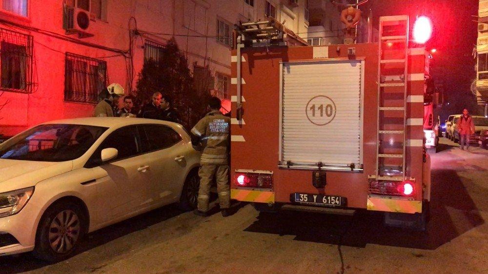 İzmir'de bir apartmanda patlama meydana geldi