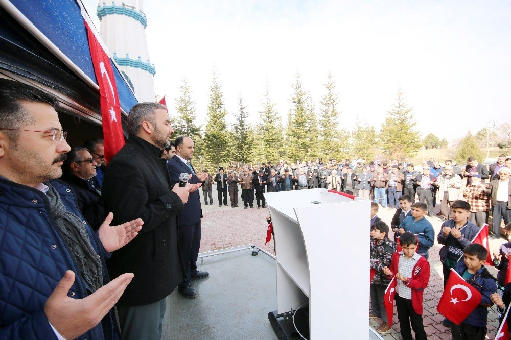 Beyşehir'de Cuma namazı çıkışında Afrin şehitleri için dua