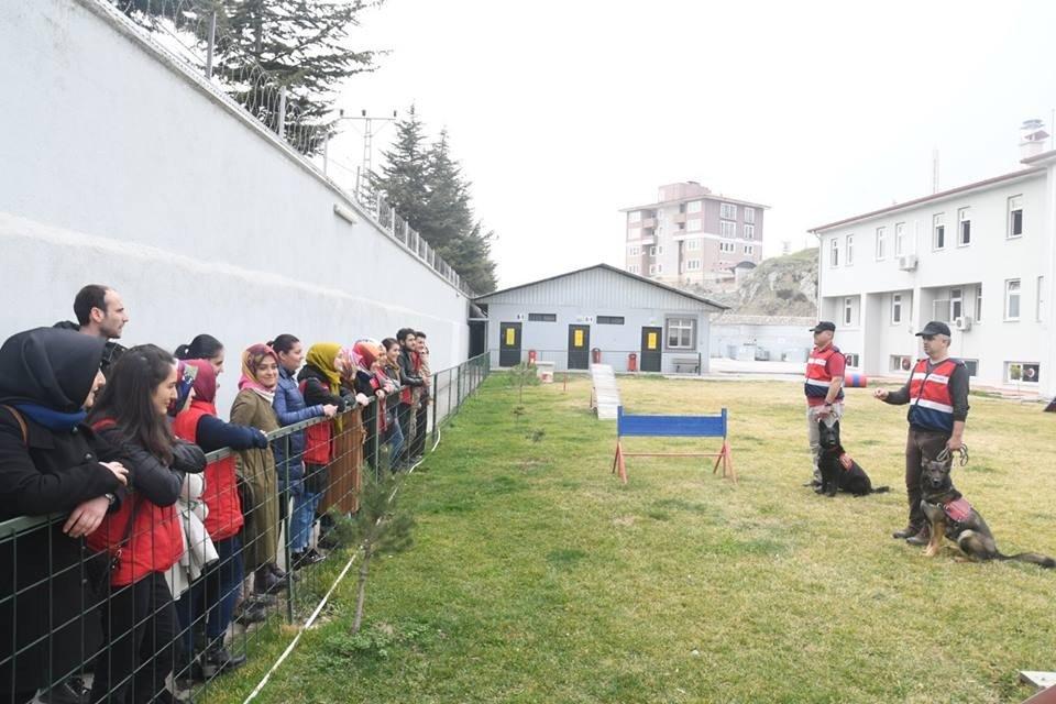 Gençlerden jandarmaya destek ziyareti