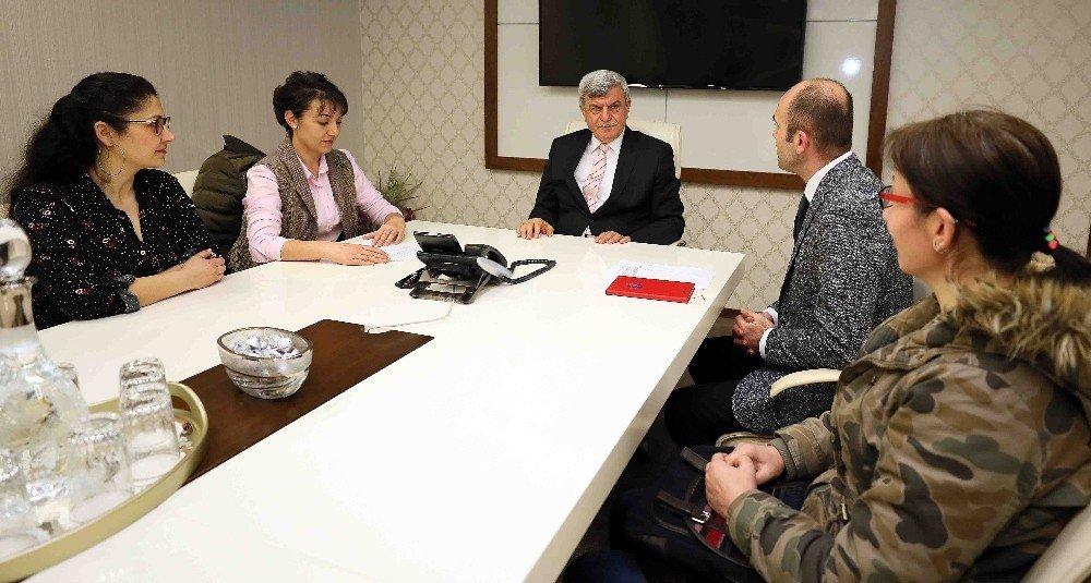 """Başkan Karaosmanoğlu, """"Öğrencilerimizin yeteneklerini keşfettirmeliyiz"""