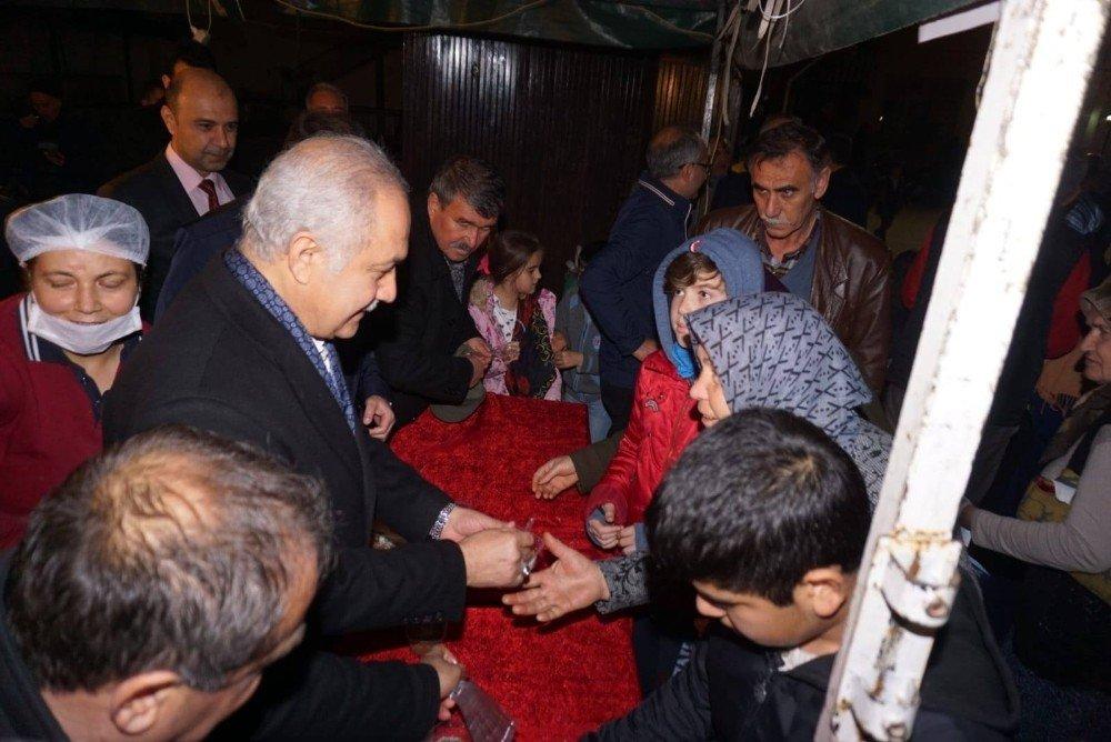 Başkan Kara, Vatandaşlara Helva İkram Etti