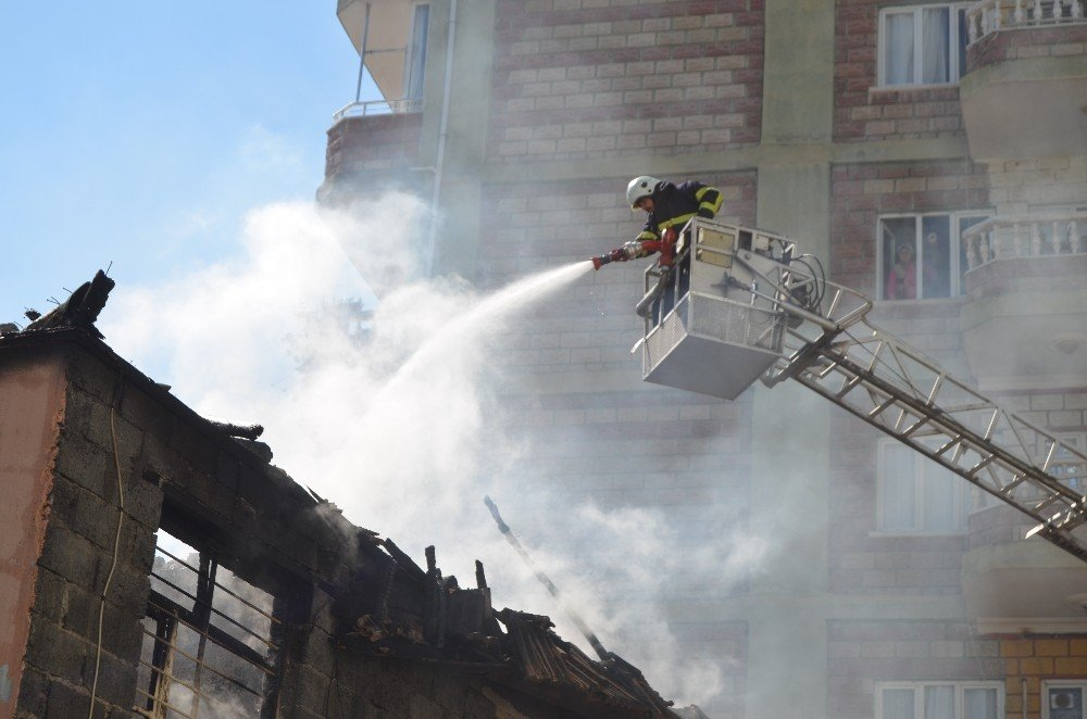 Osmaniye'de Ev Yangını