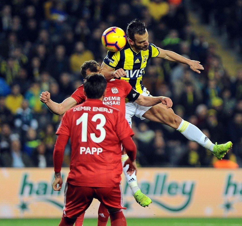 Spor Toto Süper Lig: Fenerbahçe: 0 - Demir Grup Sivasspor: 0 (İlk Yarı)