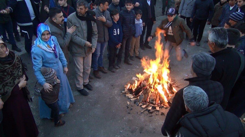 Ahlat'ta Nevruz Kutlamaları Renkli Görüntülere Sahne Oldu