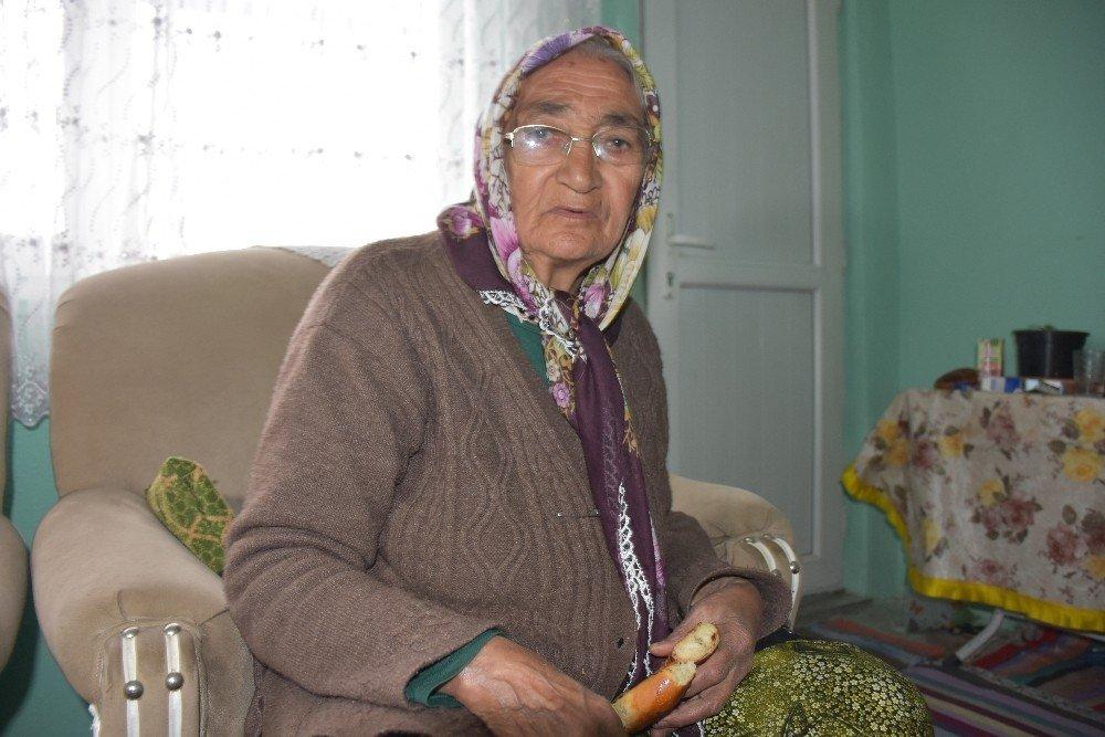 Lise Öğrencileri Yaşlı Kadının Evini Onardı