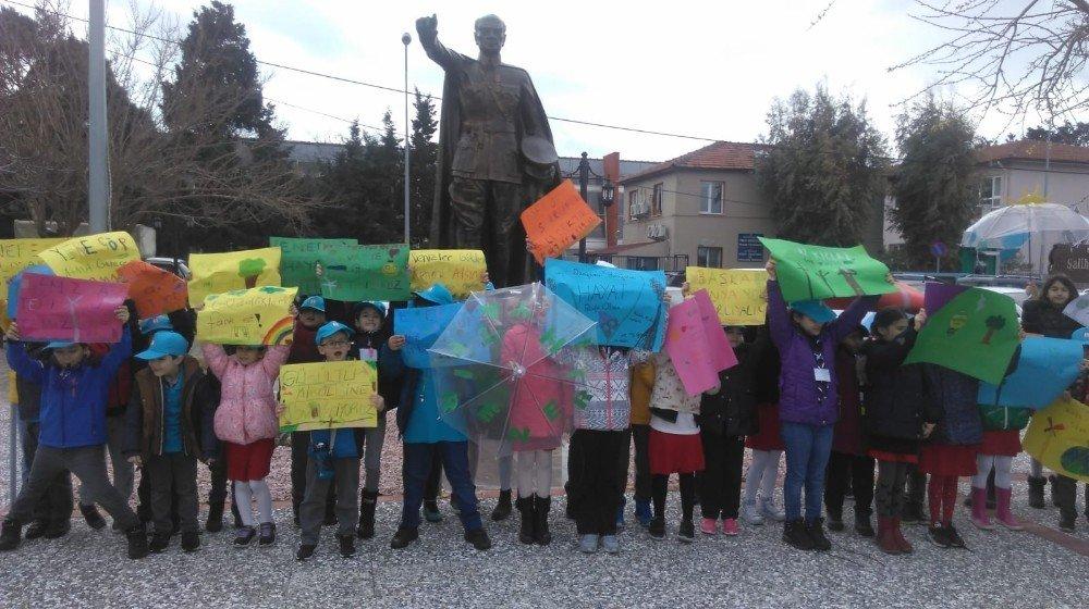 Ted İzmir Kolejinden İklim İçin Okul Grevine 100 Öğrencisiyle Destek