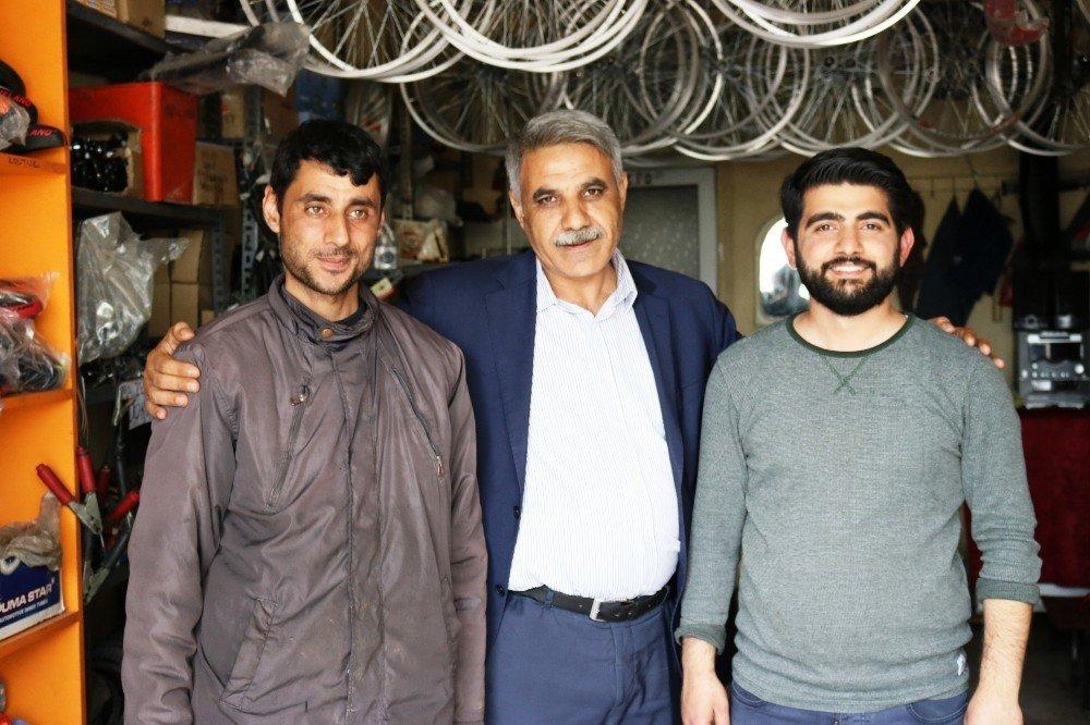 Türkiye'nin En Büyük Mahallesinin Muhtarı Görevine Başladı