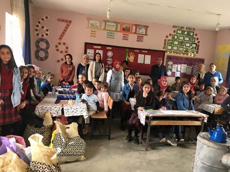 Öğrencilere Kırtasiye Ve Giyim Yardımı