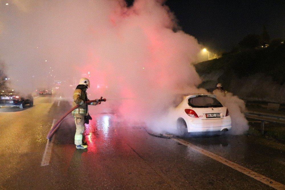 D100 Karayolunda Otomobil Alev Alev Yandı