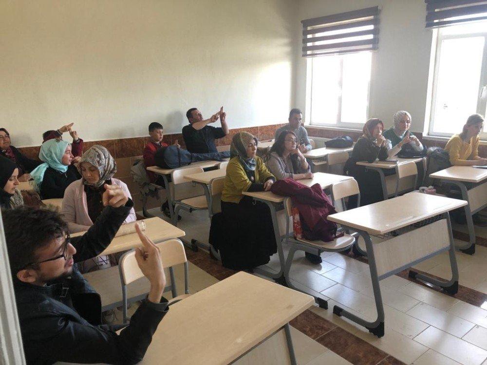 Pazarlar'da Türk İşaret Dili Kursu'na İlgi